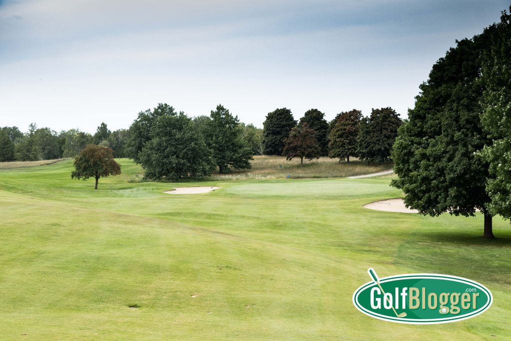 The twelfth at Belvedere is one of Watson's many holes with an open front, constrained by bunkers.